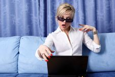 Free Woman With Notebook Royalty Free Stock Images - 8687699