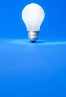 Free Light Bulb Royalty Free Stock Images - 8690349