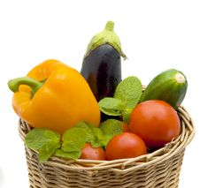 Free Basket With Vegetables Royalty Free Stock Photos - 8692618