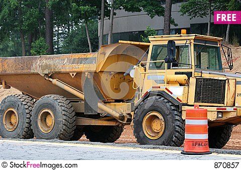 Free Dump Truck Royalty Free Stock Photography - 870857