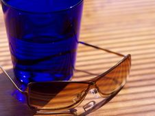 Womens Sunglasses And Tumbler In Shallow Focus Royalty Free Stock Photos
