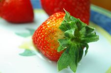 Free Fresh Strawberries On Plate Royalty Free Stock Photography - 875997