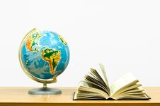 Free Exposed Book And Globe Stock Image - 8703761