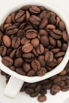 Free Coffee Beans In White Cup And Plate Stock Photography - 8704372