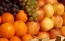 Free Fresh  Fruits At The Market Royalty Free Stock Photos - 8704698
