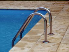 Free Swimming Pool Stock Images - 8705624