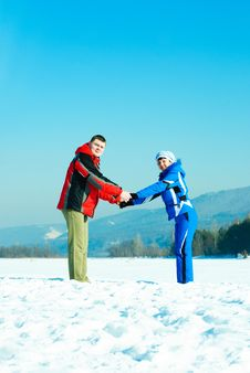 Free Happy Couple Outdoor In Winter Stock Photography - 8708142