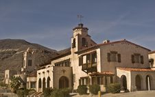 Free Scotty S Castle - Side View Royalty Free Stock Images - 8709209