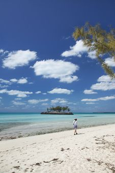 Free Strolling On Gaulding Cay Beach Stock Images - 8714784
