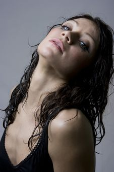 Free Beautiful Wet Brunette Royalty Free Stock Photography - 8715617