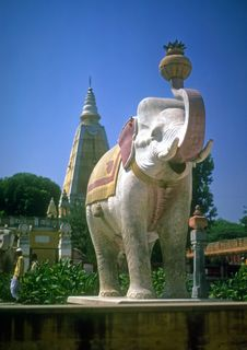 Free Painted Elephant Outside Temple Stock Photos - 8718323