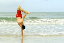 Free Handstand On The Beach Royalty Free Stock Images - 8719149