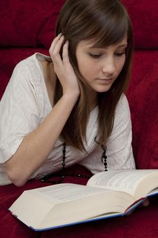 Free Female Teenager Reads Book Stock Images - 8735374