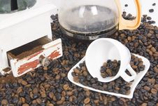 Free Cup Of Coffee Over Coffee Grain With Coffee Pot Stock Photography - 8736842