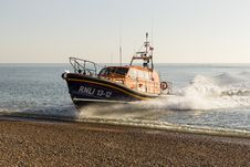 Free RNLB Cosandra, A Shannon Class Lifeboat, Visits Hastings Lifeboat Station. Stock Image - 87313091