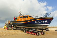Free RNLB Cosandra, A Shannon Class Lifeboat, Visits Hastings Lifeboat Station. Stock Images - 87313314