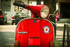 Free Red Vespa Motor Scooter Parked Near Tree During Daytime Royalty Free Stock Photo - 87316065