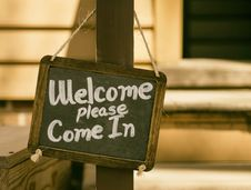 Free Welcome Please Come In Signage Stock Photos - 87317493