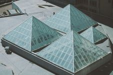 Free Pyramid Shaped Glass Roof Light Stock Photography - 87322512