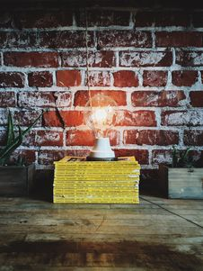Free White Light Bulb On Yellow Book Stock Photo - 87323140
