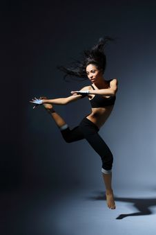 Free Modern Style Dancer Royalty Free Stock Images - 8742409