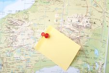 Free Yellow Note And Red Pin On Map Stock Photo - 8743400