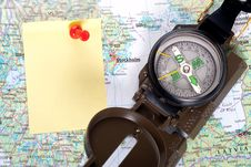 Free Compass On Modern Map Royalty Free Stock Images - 8743409