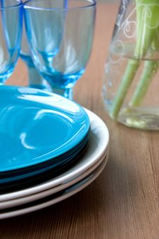 Free Clean Plates On Table Stock Photography - 8748512