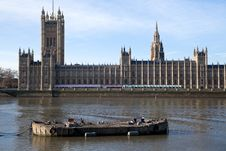 Free Barge And Parliament Royalty Free Stock Image - 8749146