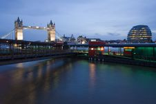 Free Millennium Pier On The Thames Royalty Free Stock Images - 8749319
