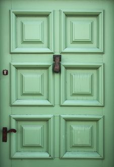 Free Green Door Royalty Free Stock Photos - 87433228