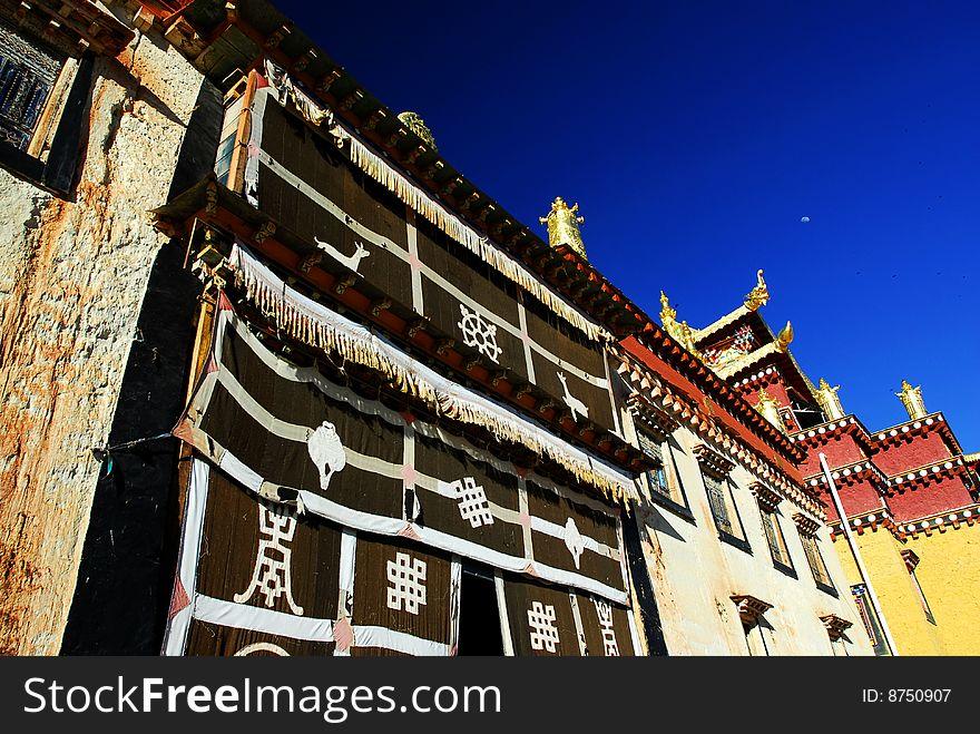 Song Zan Lin in Shangarila-famous Tibetan temple