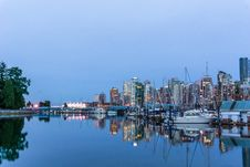 Free White Yacht Dock On Port During Night Time Stock Photography - 87588412