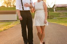 Free Couple Walking Holding Hands Stock Photography - 87590472