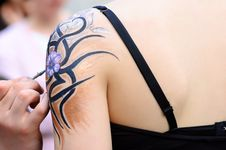 Free Making Of Body Paint Royalty Free Stock Images - 8763609