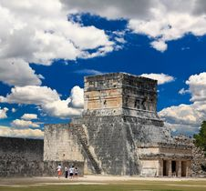 Free The Stadium Near Chichen Itza Temple Royalty Free Stock Images - 8764339