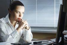 Free Beautiful Girl In The Evening Sits At Office Royalty Free Stock Image - 8765936