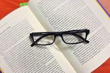 Free Black Framed Eyeglasses On Book Stock Images - 87659414