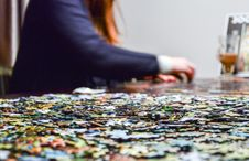 Free Woman Doing Jigsaw Puzzle Royalty Free Stock Images - 87662009