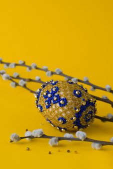 Free Bead Easter Egg And Pussy-willow Royalty Free Stock Photography - 8772427