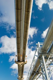 Free Industrial Pipelines Against Blue Sky. Royalty Free Stock Photography - 8774927