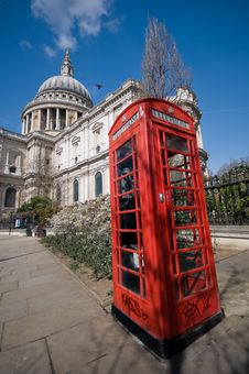 Free St Pauls And A Red Phonebooth Royalty Free Stock Photos - 8778308