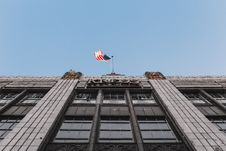 Free White And Red U.s.a. Flag On Top Of The Building Royalty Free Stock Images - 87720279