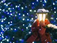 Free Lamp With Christmas Bow Royalty Free Stock Image - 87720346