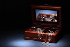 Free Casket With Jewerly Stock Images - 8782744