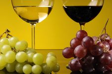Free Two Glasses Of Wine Stock Photography - 8789302