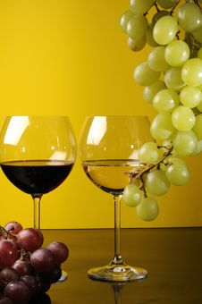 Free Two Glasses Of Wine Royalty Free Stock Photo - 8789325