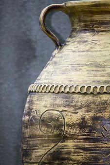 Free Ornamental Ceramic Amphora In A Public Garden. Royalty Free Stock Photo - 87851425