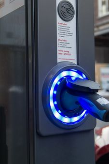 Free Electric Vehicle Charging Station Stock Photo - 87854440