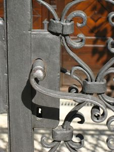 Free Handle-on-wrought-iron-gate Royalty Free Stock Images - 87855909